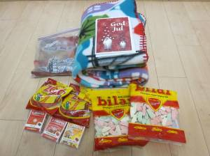 Gwen sent me heaven on Earth- also known as Bilar and Zoo Candy! As well as a wonderful blanket :D